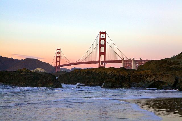 San Francisco golden gate bridge at dawn